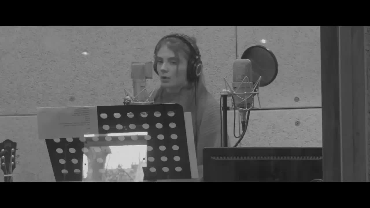 Media Calogero Reportage en studio avec Maëlle